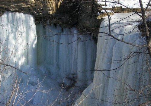 Падающая вода превращается в лёд
